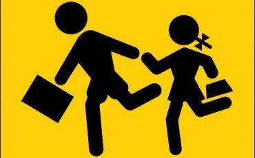 Spinta di uno studente: la scuola non è tenuta a risarcire il danno