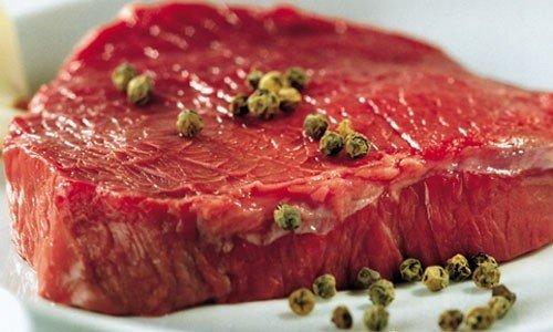 Carne rossa no, si a insetti e OGM