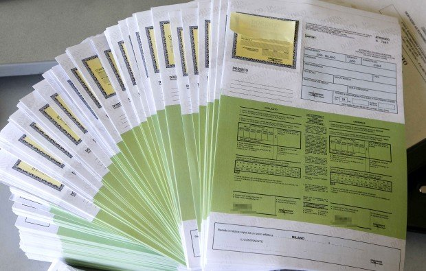 Assicurazione auto online contraffatta: ecco dove non comprare
