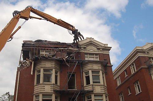 L'ordine giudiziale di demolizione delle opere abusive