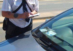 Auto senza assicurazione anche parcheggiata rischia multa e sequestro