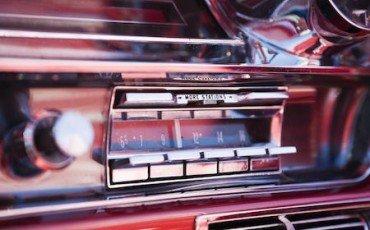 Auto: stereo con musica alta, multa per volume eccessivo