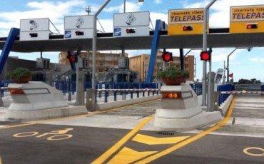 Casello autostradale: passare per la corsia del telepass senza telepass