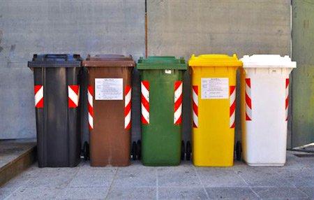 Cassonetti rifiuti in cortile se c la raccolta porta a porta - Porta spazzatura differenziata ...
