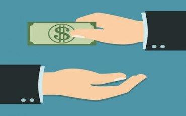 Donazioni ai figli con bonifico: quante tasse si pagano e come si fa?