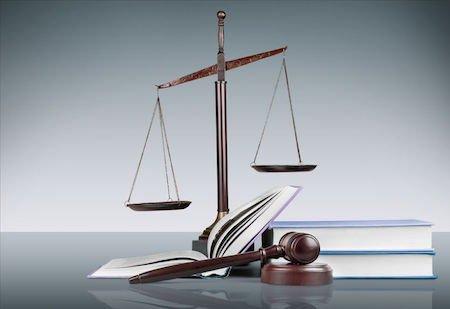 Il Ctu che ritarda il deposito della perizia compie reato
