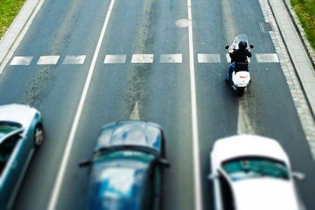 Multa per chi guida lento: limiti minimi e massimi di velocità