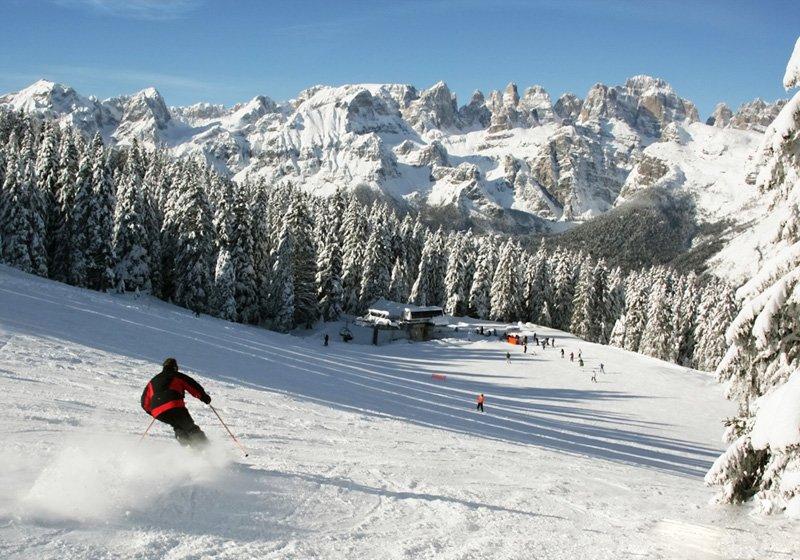 Sciatori e incidente sulla neve: a chi spetta la precedenza?