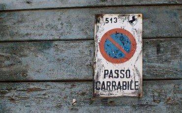 Abuso edilizio: sanatoria per il cancello vicino alla strada