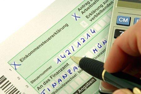 Accertamento fiscale se compri l'auto coi soldi di parenti ma non puoi provarlo