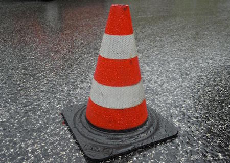 Buca stradale: risarcimento per il segnale a ridosso dell'ostacolo