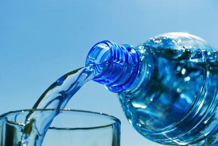 Il falso dell'acqua con poco sodio: oltre al cloruro c'è il bicarbonato