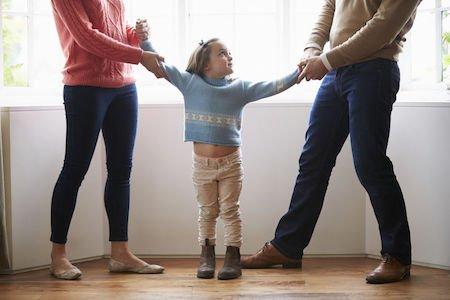 Separazione e scelte sui figli: che fare se un genitore non consulta l'altro?