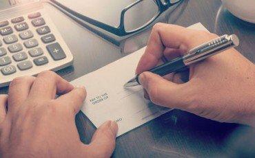 La girata: come trasferire l'assegno bancario