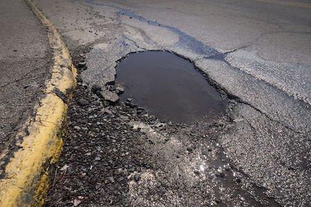 Buca stradale: guida al risarcimento del danno