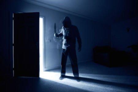 Chiudere in casa un ladro è sequestro di persona?