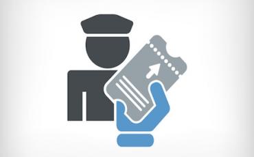 In treno senza biglietto: reato se rifiuti i documenti al controllore
