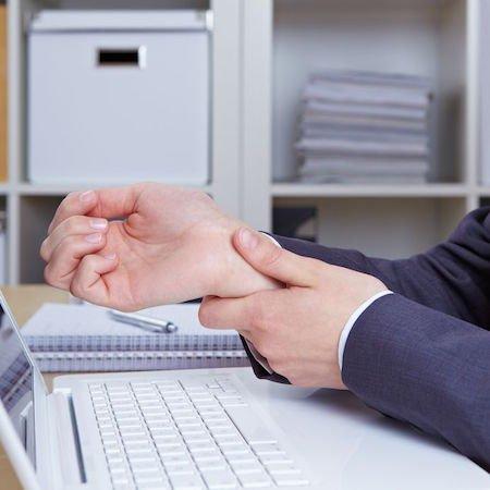 Incidente sul lavoro: datore responsabile anche per la colpa dei colleghi