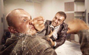 Lite sul lavoro tra dipendenti: licenziamento solo per rissa