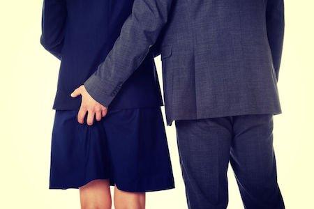 Una mano sul sedere è violenza sessuale