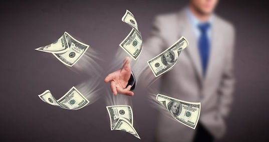 L'Agenzia delle Entrate può rivalersi sugli eredi del debitore?