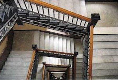 Condominio: bisogna istallare un corrimano per i disabili?