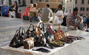 Se compro una borsa o un orologio contraffatto commetto reato?
