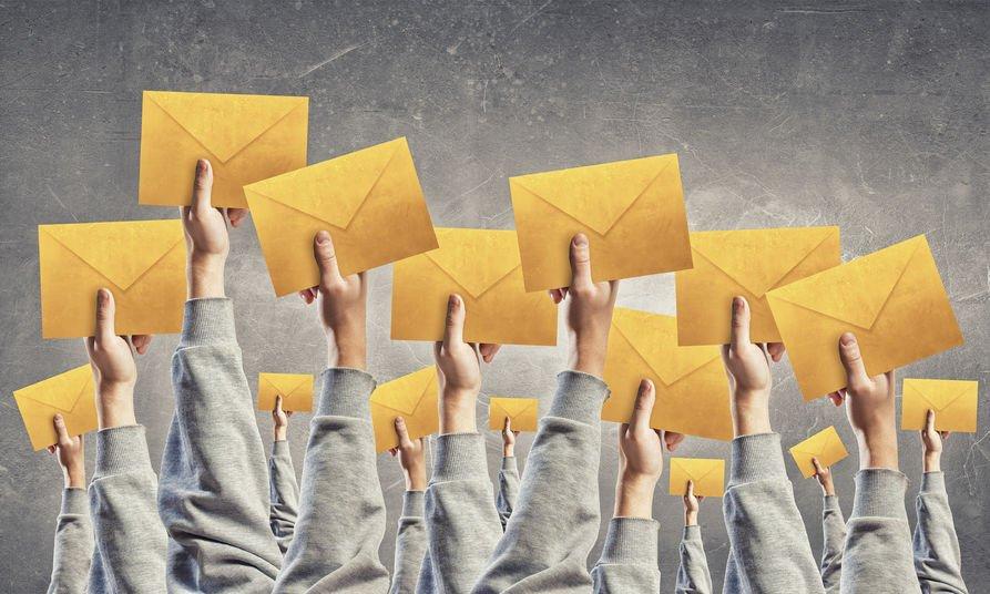 È stalking inviare tante email da riempire la casella di posta