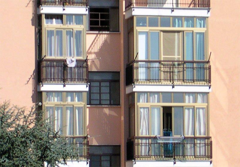 Trasformazione del balcone in veranda in condominio