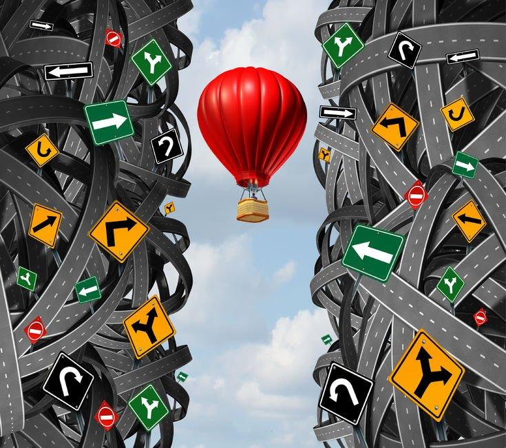 Fermarsi oltre lo stop a semaforo rosso comporta la sanzione?