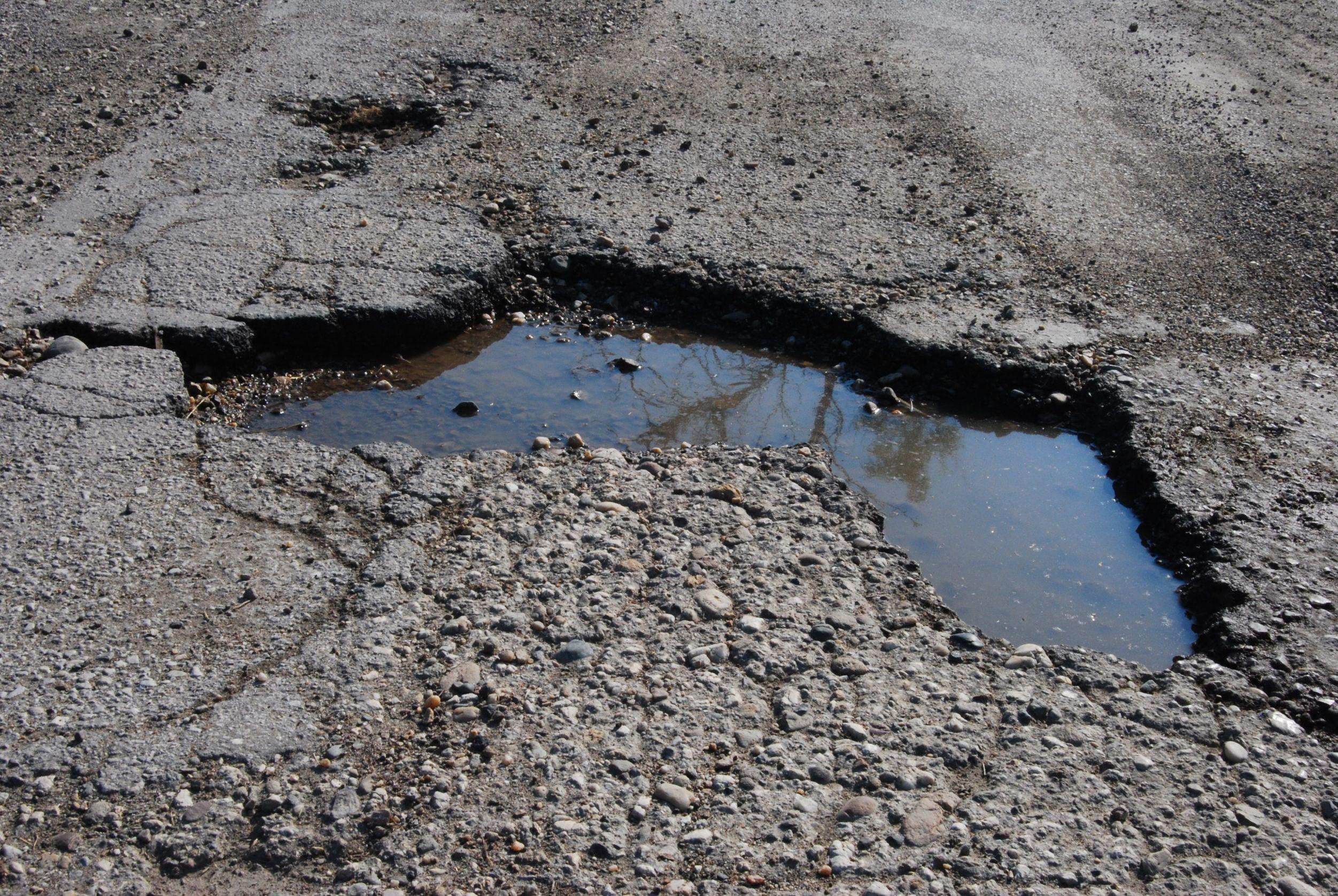 Se per evitare un'auto finisco in una buca sulla strada chi paga?