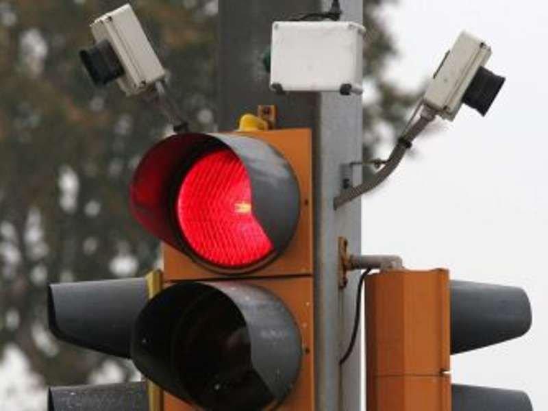 Multa al semaforo rosso con telecamera: come difendersi