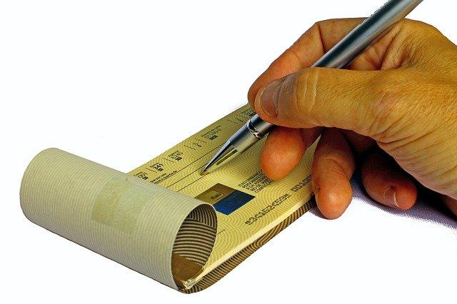 Posso pagare con assegno se il creditore chiede contante?