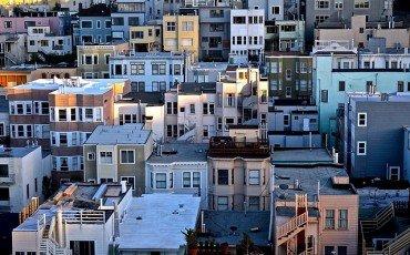 Agenzia immobiliare senza mandato pubblica annuncio: cosa fare?