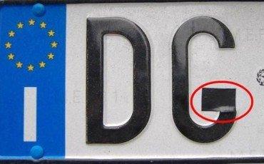 Targa auto: rischi se cambi una lettera col nastro adesivo