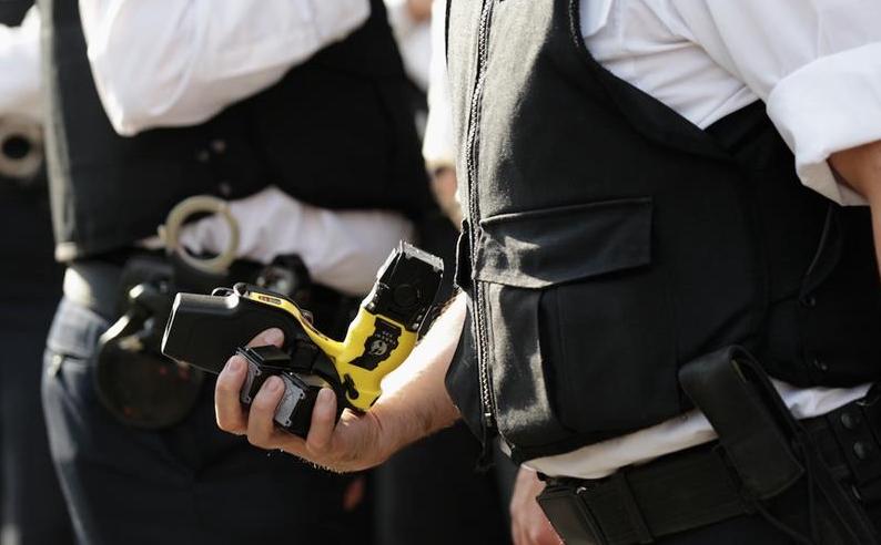 Il Taser o dissuasore elettrico è legale in Italia?