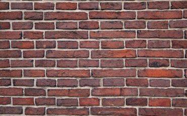 È abuso edilizio costruire un muro più alto del precedente