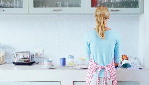 Collaboratori domestici, colf, badanti: come e perché regolarizzarli