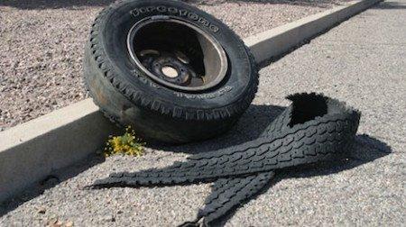 Pneumatico sull'autostrada: chi paga i danni?
