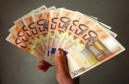 Si può pagare lo stipendio in contanti?