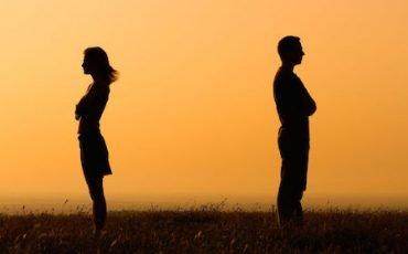 Assegno di mantenimento alla ex moglie: stop in 2 casi