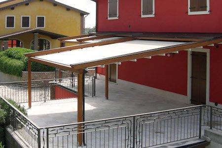 Pergotenda sul balcone: quando ci vuole il permesso di costruire
