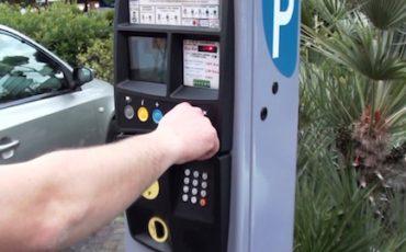 Strisce blu: anche senza bancomat la multa è valida