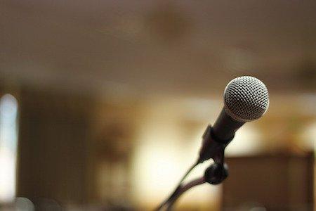 Karaoke: i diritti d'autore si pagano sulla musica e sui testi