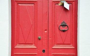 Notifica di cartelle Equitalia nulla senza avviso alla porta?