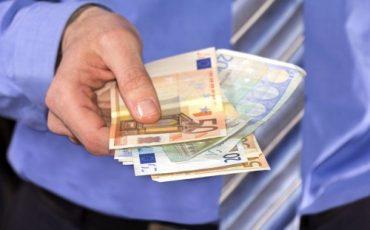 Soldi in prestito o regalati: come fare?