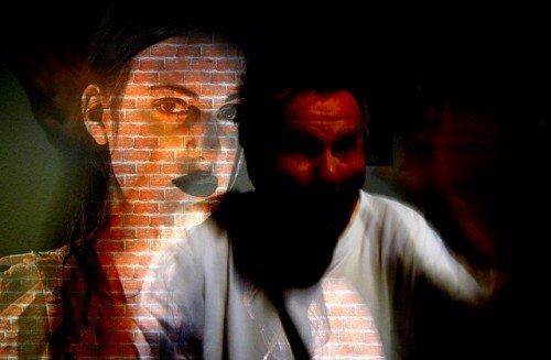 Schiaffo e violenza sulla fidanzata: reato senza pena
