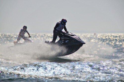 Noleggio barche e moto d'acqua: serve la patente nautica?