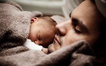 Riconoscimento del figlio naturale: può farlo solo il padre?