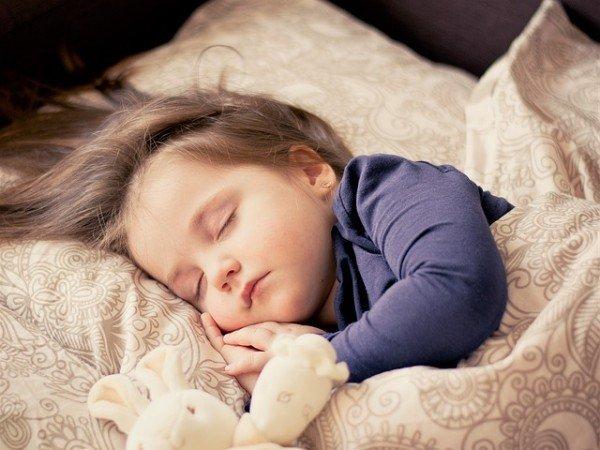 Dopo la separazione, il bambino piccolo può dormire dal padre